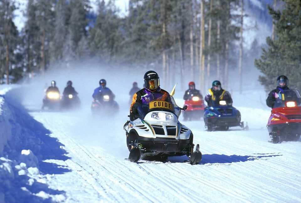 snowmobiles-535686_960_720
