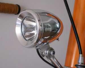 старый велосипедный фонарь