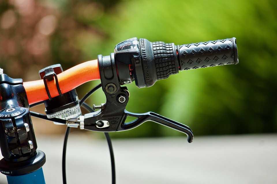 передний тормоз велосипеда